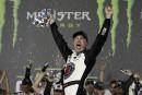 Kevin Harvick bat Daniel Suarez pour remporter la course des étoiles NASCAR