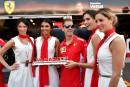 Le pilote de Ferrari Sebastian Vettel pose avec des grid...   25 mai 2018