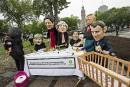 Oxfam met les dirigeants du G7 aux travaux domestiques