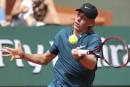 Stuttgart: Shapovalov s'incline,Raonic et Federer avancent