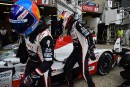 Fernando Alonso (à g.) cède la Toyota TS050 Hybride à... | 13 juin 2018