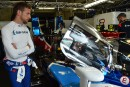 Le pilote Jenson Button regarde sa BR1, dans le paddock... | 15 juin 2018