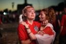 Les supporters anglais saluent leur équipe