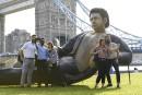 Une statue géante de Jeff Goldblum torse nu à Londres