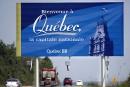 Le français va rester sur les panneaux routiers, promet Lisée