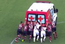 Des joueurs brésiliens forcés de pousser une ambulance en panne