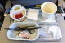 Les ustensiles et assiettes utilisés à bord d'un avion sont-ils recyclés?
