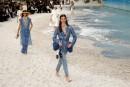 Karl Lagerfeld entraîne Chanel à la plage