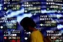 Les Bourses mondiales vacillent, Trump accuse la Fed