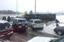 Autobus scolaire renversé à Saint-Jérôme: trois élèves hospitalisés