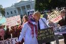 Un sénateur qualifie la Maison-Blanche d'«agence de relations publiques» de MBS