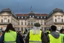 Incendie d'une préfecture: prison ferme pour deux gilets jaunes