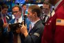 Wall Street finit en ordre dispersé, aidée par des rumeurs sur la Fed