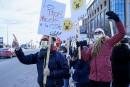 Manifestation d'appui à l'enseignante Kathya Dufault