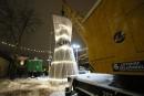 Lituanie: un sapin de Noël dans un sac géant pour dénoncer la surconsommation