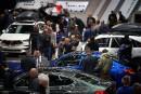 Des visiteurs inspectent les BMW au stand du constructeur bavarois.... | 21 janvier 2019