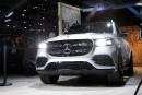 Fonction CarWash: le Mercedes GLS se soulève pour se faire laver les roues