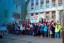 Se tenir la main pour protéger l'école publique