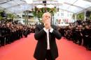 Cannes: en larmes, Alain Delon honoré malgré la polémique