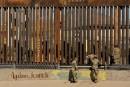 Les soldats américains appelés à repeindre le mur frontalier