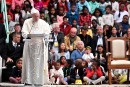 À Madagascar, le pape relativise la pauvreté