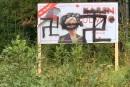 L'affiche d'une candidate du PLC vandalisée avec des croix gammées