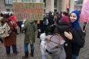 Loi21: une manifestation attire 200personnes à Montréal