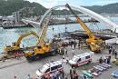 Taïwan: six personnes prises au piège après l'effondrement d'un pont