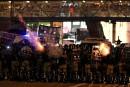 Hong Kong: violences après l'interdiction du port du masque, métros à l'arrêt