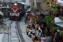 La célèbre rue du train à Hanoi fermée pour des raisons de sécurité