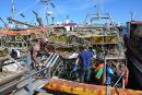 Les pêcheurs chargent ensuite sur leur bateau leurs 273 cages... | 3 février 2020