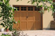 Porte ouverte sur les garages