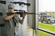«Voici les clés de votre Hummer. Un AK-47, avec ça?»