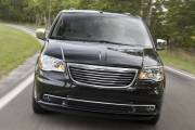 Chrysler lance la berline 200 et révise sa Town&Country