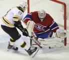 Carey Price du Canadien de Montréal face à Milan Lucic des Bruins de Boston, lui qui porte les lames BlackEdge.