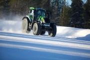 Tracteur de ferme sur glace: 130 km/h