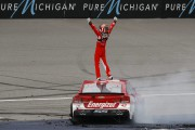 Kyle Larson signe une première victoireen Coupe Sprint