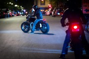Soleil, vent, route, jeunesse: la renaissance dela scène moto