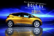 Salon de l'auto de Los Angeles, jour 2 : la Chevrolet Bolt nommée voiture verte de l'année