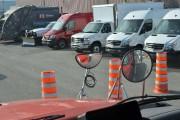 Accidents poids lourds-vélos: la solution est sur les bus scolaires