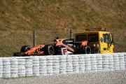 Essais du GP d'Espagne : la McLaren d'Alonso flanche dès le premier tour, dans un nuage de fumée