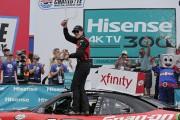 Ryan Blaney passe de dernier à premier et s'impose à Charlotte en série Xfinity