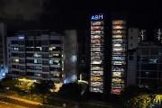 Une distributrice géante de voitures exotiques à Singapour