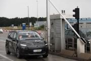 Une voiture autonome franchit un péage autoroutier, une première