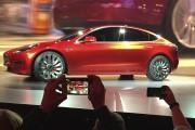 Lancement du Modèle 3 : Tesla règne sur un marché électrique encore embryonnaire