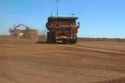 Dans les mines, l'heure est aux supercamions autonomes et à la haute technologie