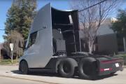 Le camion Tesla accélère super vite (et ça ne veut pas dire grand-chose)