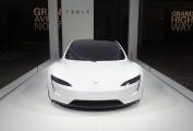 Fausse alerte : Tesla montre une carrosserie du Roadster 2 à Bâle.
