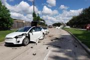 Un avion s'écrase sur un Modèle X: aucun blessé dans la Tesla