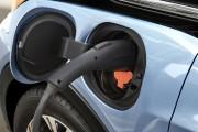 «Vert» rime avec «cher» : partout au monde, le prix freine l'auto électrique